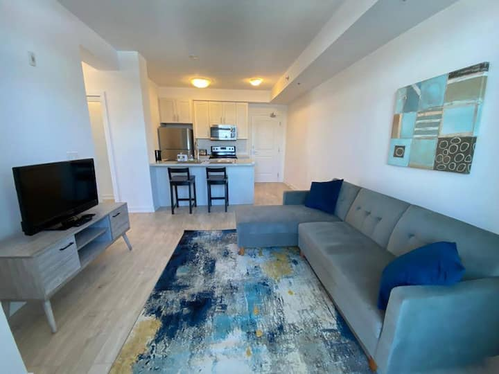 Bright Corner 2 Bedroom Apartment with  2 Parking