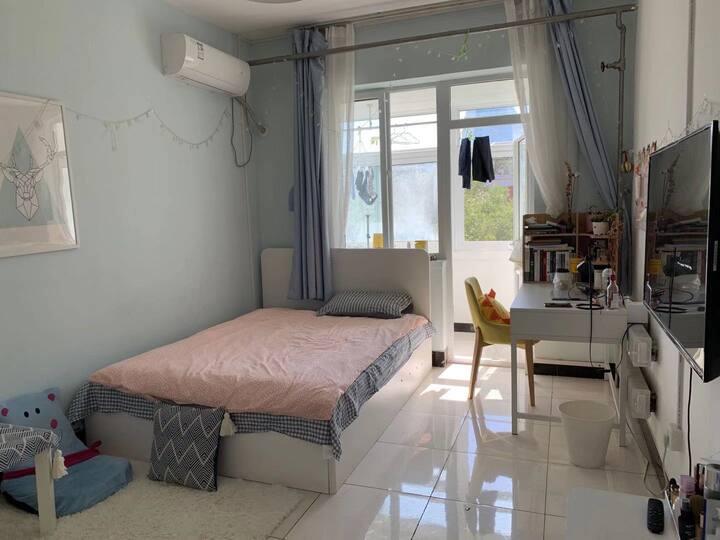 国贸呼家楼附近单人温馨大卧室带阳台 生活便利