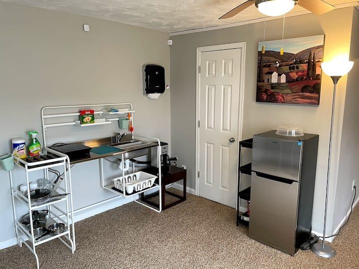 Private Apt w/ Kitchenette, Shared Full Kitchen