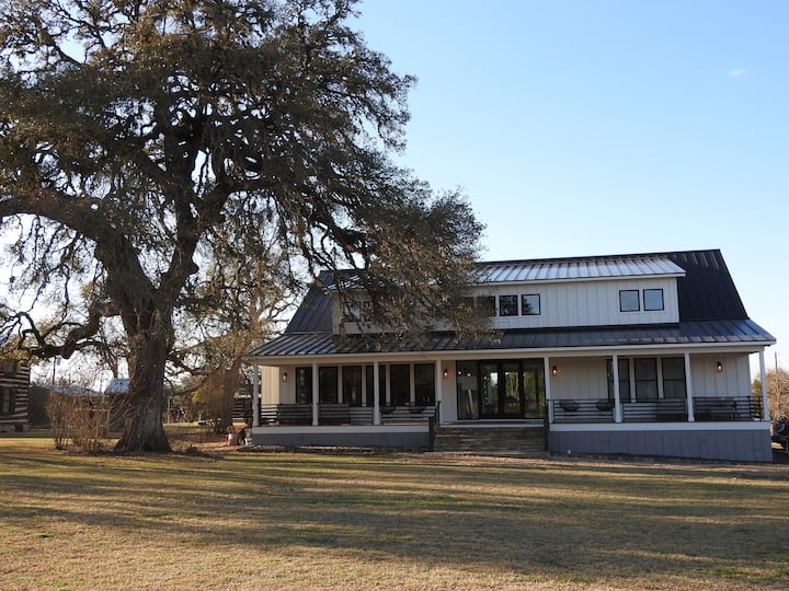 Luxury Texas Farmhouse @ The Lone Star Farm