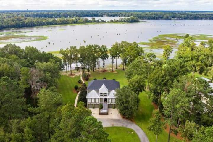 Luxury 5 BR!  SERENITY in Albany!