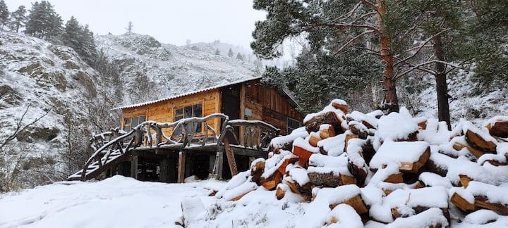 Домик с комфортом в горах Алтая