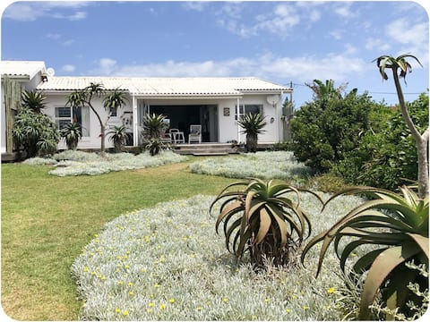 Idyllic cottage nestled  between surf and fynbos