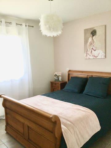 chambre rose style romantique lit 140cm