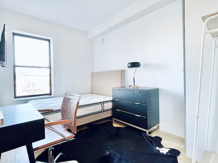 Luxury building, gym, laundry, rooftop 5FL -#168
