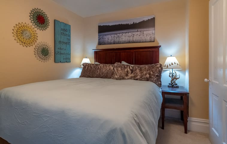Beautiful second story bedroom retreat! Enjoy a quiet retreat & sleep well in your queen sized bed and a TV!