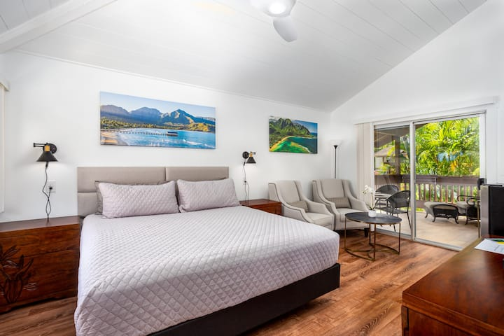 New! North Shore Serenity Oasis. Upper  Studio