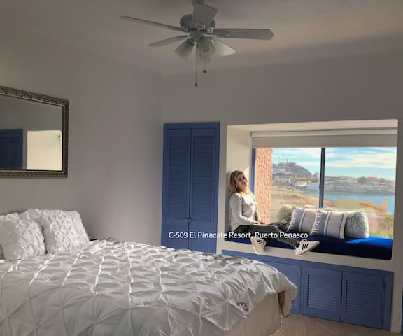 Bedroom with queen size bed and spectacular ocean view and independent exit to terrace.