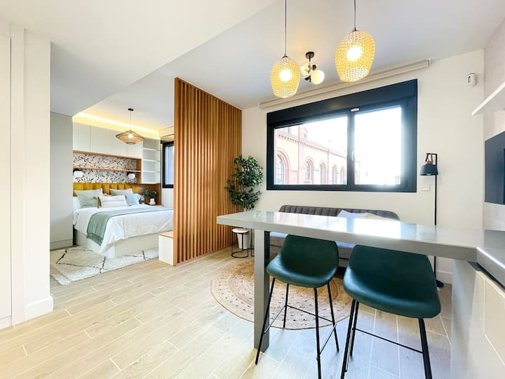 Cozy Centric Studio in Madrid Río with pool