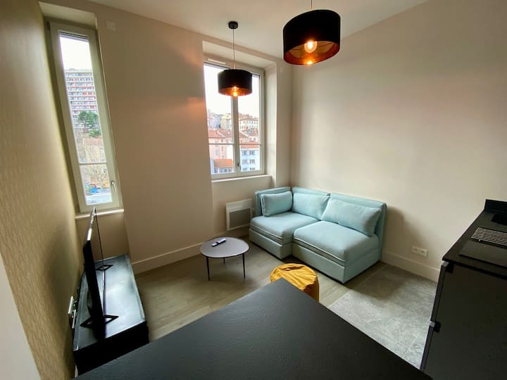 Modern and well-equipped apartment, near Lyon