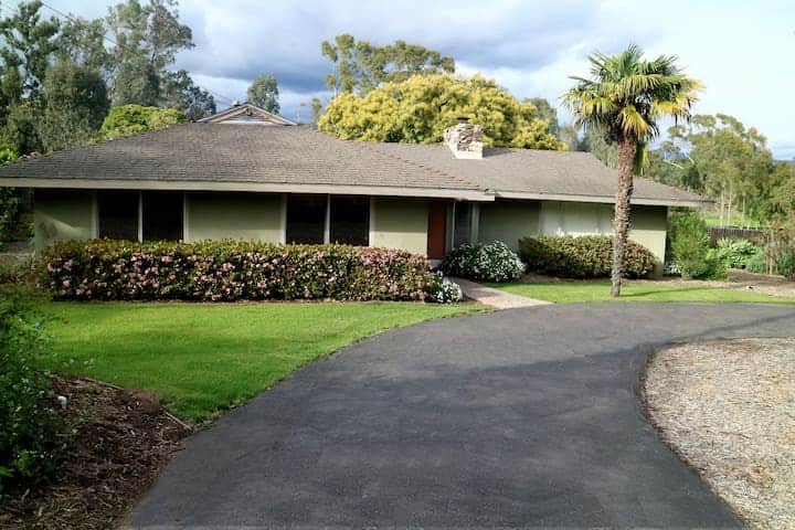 SeaCliff:  2 min to beach, Monthly rental only