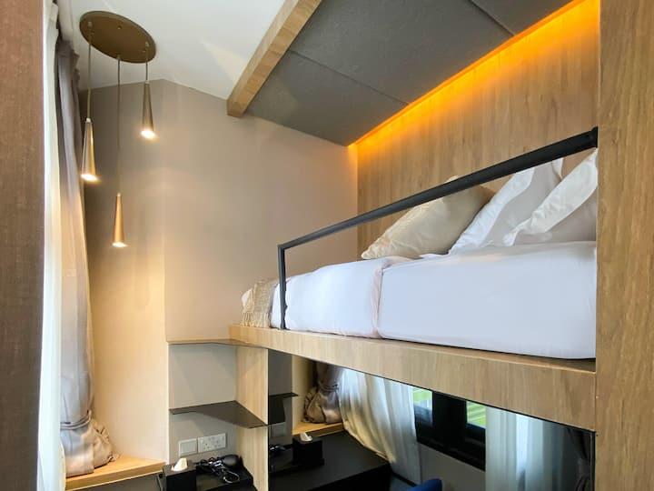 Single cabin private bathroom near Tanjong Pagar