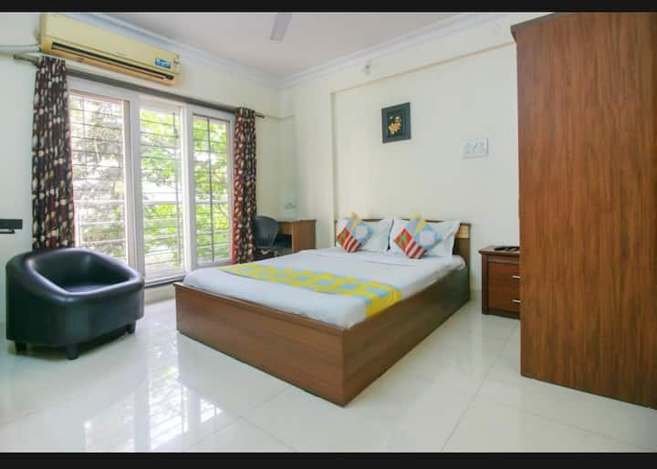 Private room centrally located near Airport/BKC