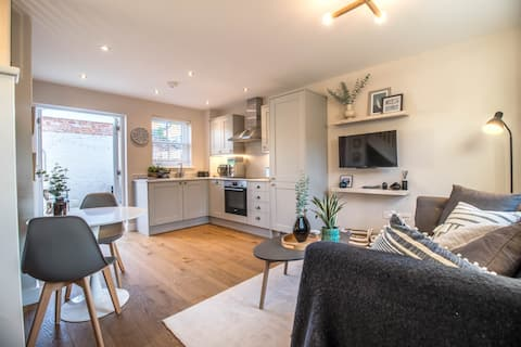 Luxurious newly built cottage in central Wivenhoe