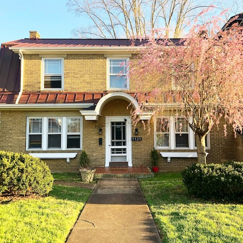 NEW! - The Holly House, 2BR charmer by Ritter Park