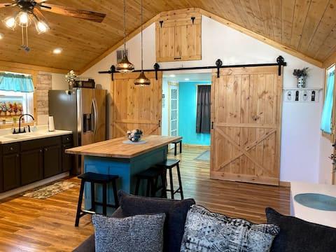 Cozy Farmhouse Retreat in Historic District