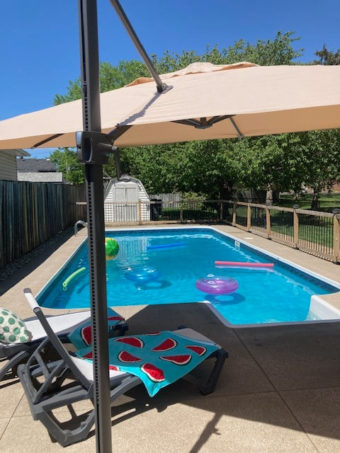 3+Bdrm Bungalow with Heated Pool, close to NOTL.