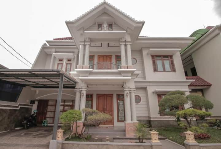 Stay Inn Bandung 8 Bedroom Villa Pasteur