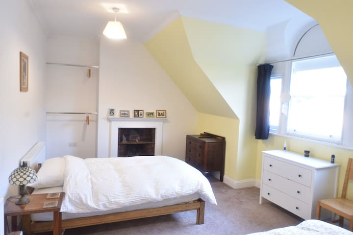 The High Tor bedroom - another large bedroom with two single beds