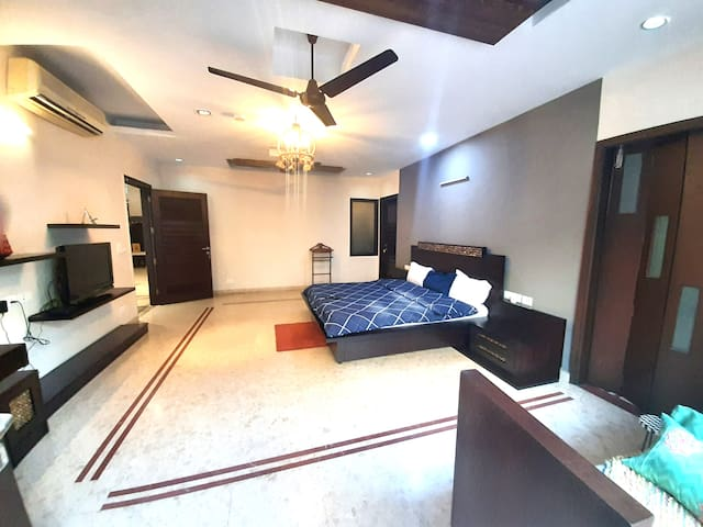 Bedroom on ground floor(another angle)