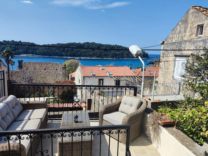 Stone house with stunning view in Cavtat centre