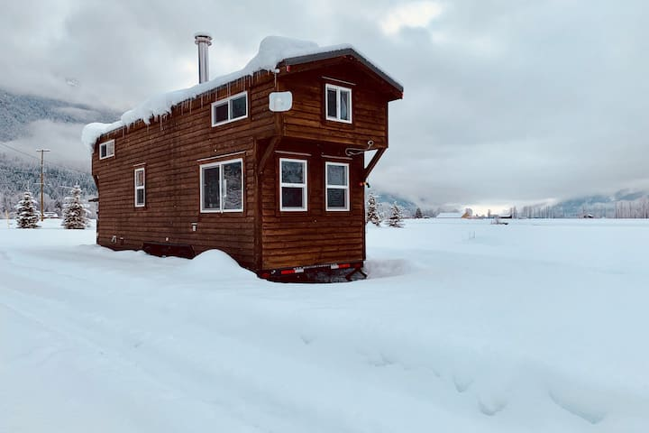 Cosy Tiny House in Beautiful Pemberton Meadows