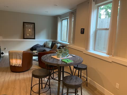 Sellwood Neighborhood Gem with Private Entrance