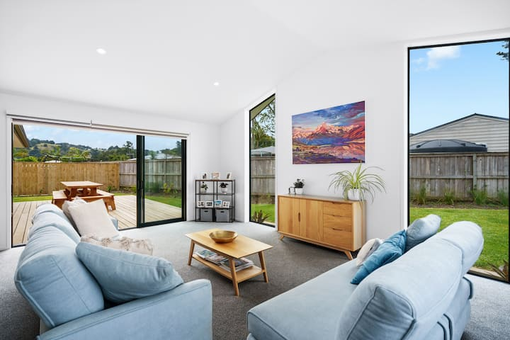 Brand new home, set in quiet lane in Whau Valley