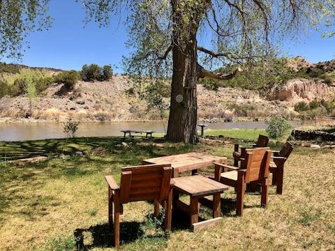 Riverfront Rancho Relaxo, Pet Friendly Paradise!