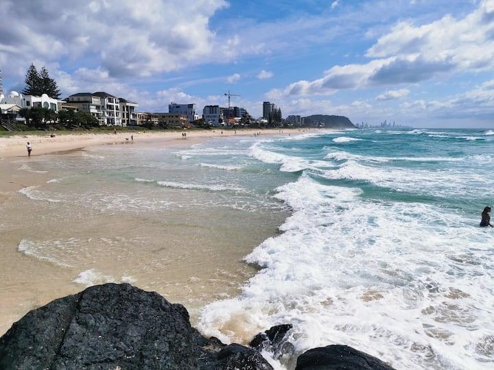 1 minute walk to a magnificent aqua blue ocean.