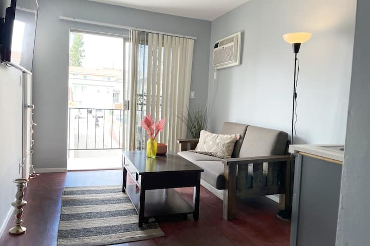 Cute Affordable Quiet Apartment in Echo park
