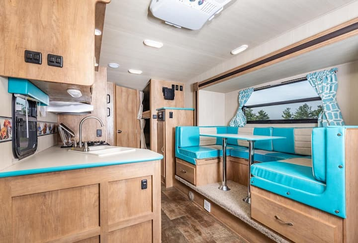 WATERFRONT RV By Downtown and Airport!