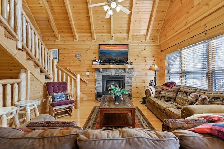 New Listing Discount 15% -Pool, Hot Tub, Game Room
