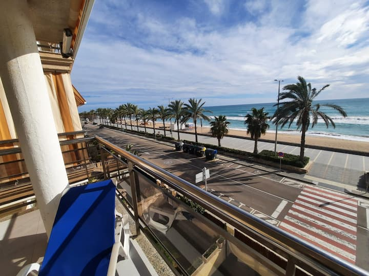 superb oceanfront apartment, great views of beach