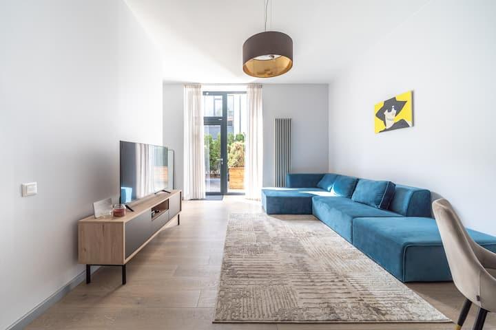 New Comfortable 2 Bedroom Cottage w/ Big Terrace