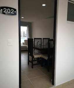 Todo a nivel del pasillo, sin bordes que dificulten la entrada!.