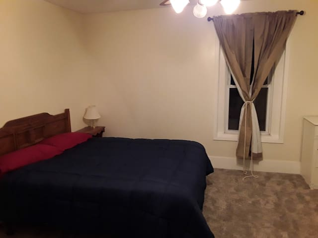 Large bedroom on 2nd floor, Queen and 2 twins