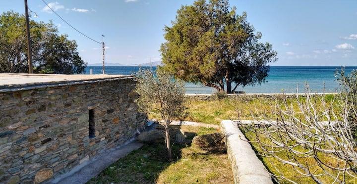 Stonehouse on the sand - Agios Romanos beach