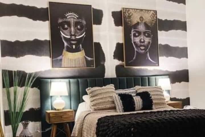 Luxe African Themed Home Sleeps 10