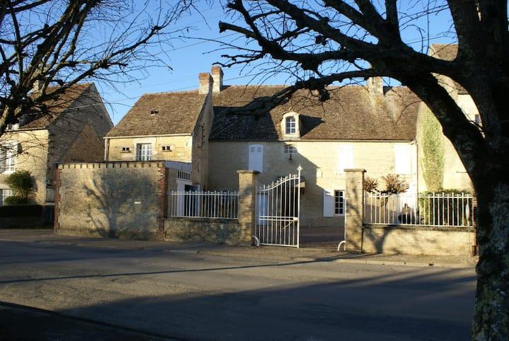 Maison familiale, piscine, sauna proche Falaise
