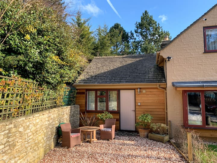 Bath, studio annexe, parking and private access