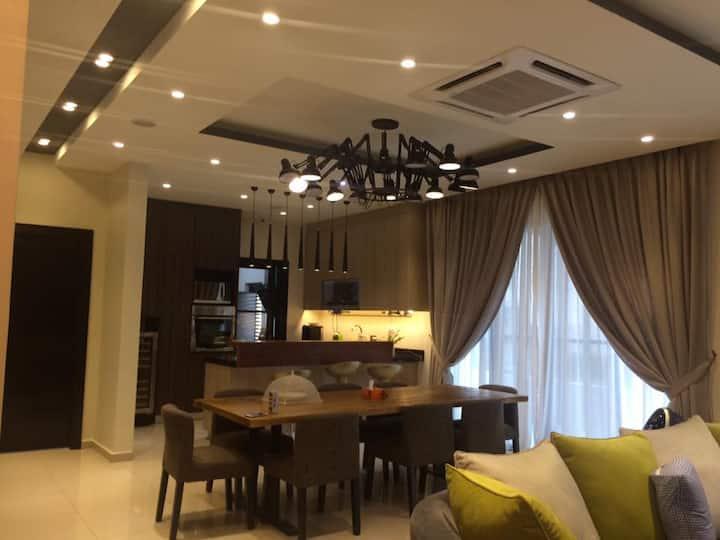 """5 BEDROOM WITH OUTDOOR PARK IN SG BESI - 10PX"