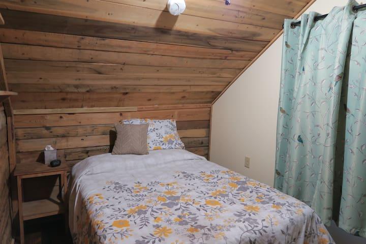 Bird's Nest Guest Room