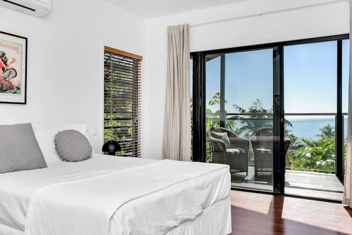 Double room with ensuite and views
