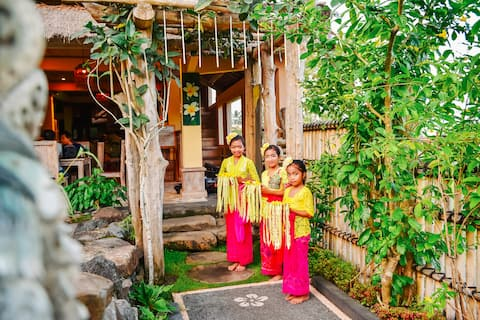 Welcome to our Balinese Homestay !