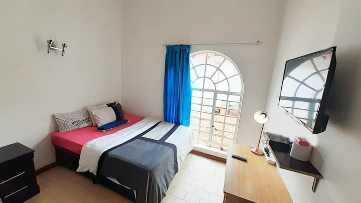 Cozy Hatfield Room | With DSTV | Unlimited WIFI