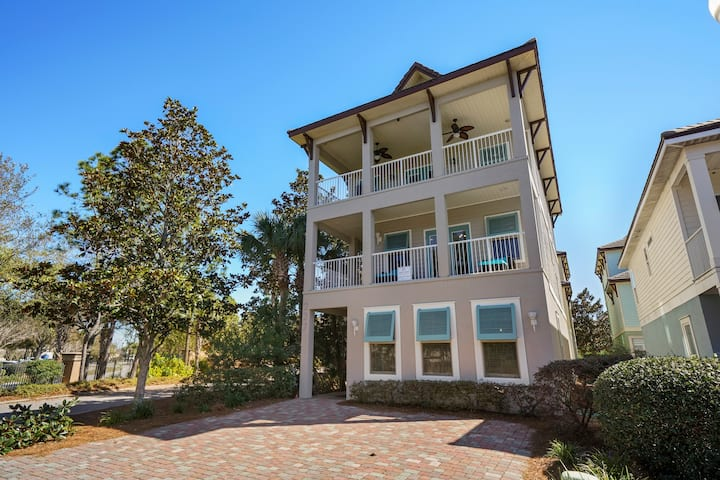 **Funhouse Oasis** 5BR, 4BA, 16+, Game room, New!