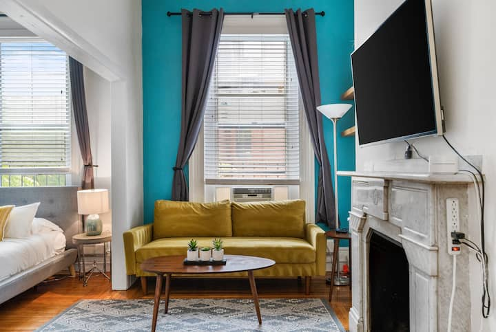 (D8) Sophisticated studio in Heart of Back Bay!