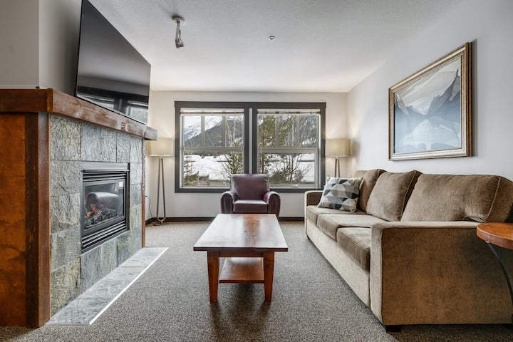 2BDR/2BTH UPPER VILLAGE-SKI IN/SKI OUT-HOTTUB/POOL