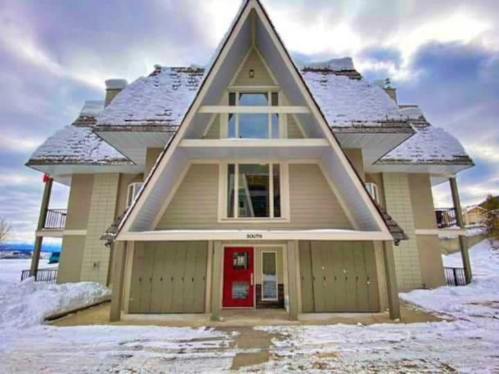 ⛷ Walking Distance to The Ski Hill ⛷Rocky Condos